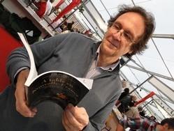 Yvon Desloges et son livre au Salon du Livre Gourmand 2010 à Périgueux/Thierry Bourgeon.