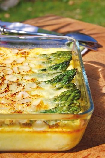 Clafoutis salé aux asperges vertes, amandes et parmesan