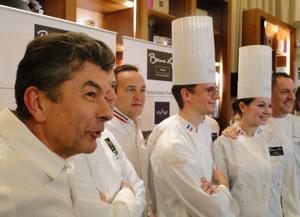 Regis Marcon et les deux candidats. Photo: Thierry Bourgeon/laradiodugout.fr