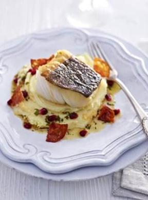 Skrei de Norvège au four avec son chorizo, pommes de terre et amandes