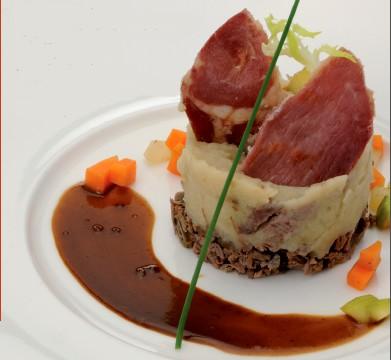 Parmentier de Boeuf aux Topinambours et Croustilles de Porc Noir de Bigorre