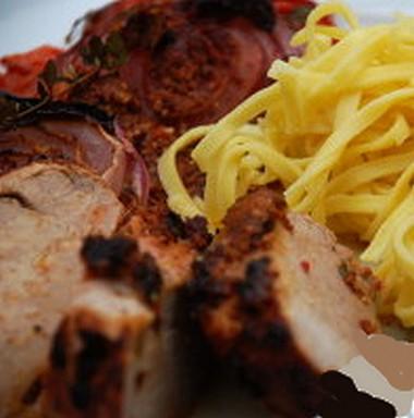 Longe de porc bio façon gibier & pâtes fraîches bio Marinée et mijotée dans le vin rouge