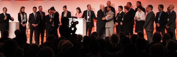 sur la scène du Ritz à Berlin: un president, son équipe et ses proches/ laradiodugout.fr