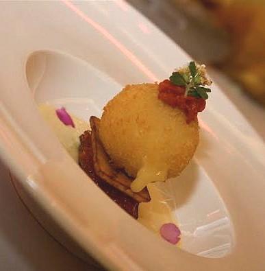 Magret de canard laqué à la vanille des îles, marmelade de banane plantain aux cinq épices, sorbet acidulé au vin chaud.
