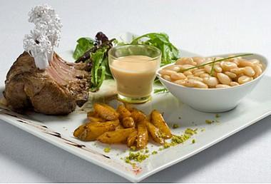 Haricots Tarbais & carré d'agneau des Pyrénées accompagné d'un velouté de potiron