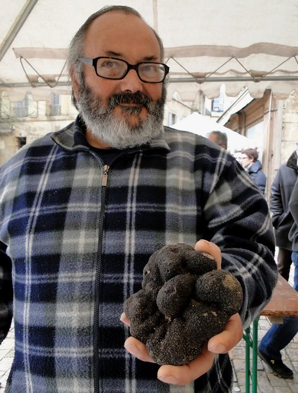 Le Marché aux Truffes de Sarlat: des records , des révélations et un trophée…