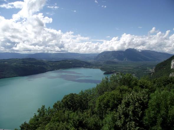 balade vers le Belvédère de la Chambotte avec une vue magnifique sur le lac du Bourget ©G.Conreur