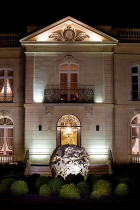 la façade de nuit ©DR