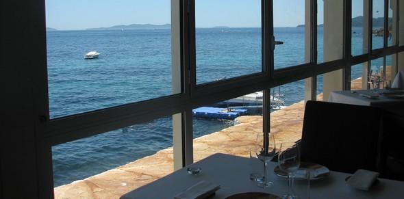 Les meilleures tables de vacances à moins de 50€, dénichées par Le Figaro Magazine