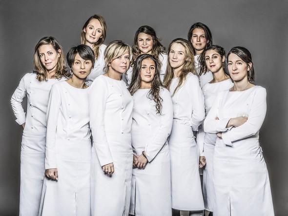 «Girl Power». Les filles se prennent une veste en cuisine