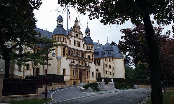 Palais du Gouverneur à deux pas (cadencés ?) de la Citadelle ©GC/laradiodugout.fr