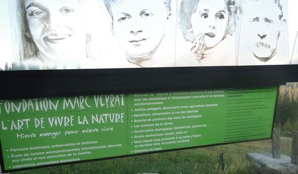 la charte de sa Fondation affichée en public ©TB/laradiodugout.fr