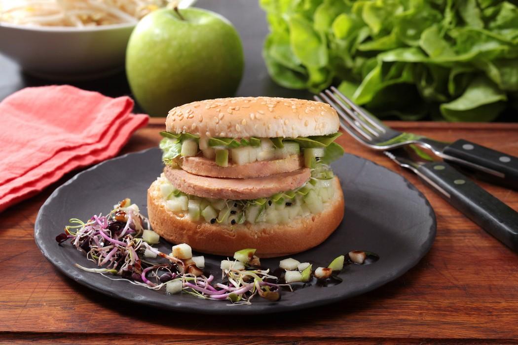Le Burger au Foie Gras jeunes pousses et pomme Grany Smith - Cifog - Adocom-RP - Ph.Asset