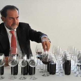 Michel Rolland lors d'un dégustation ©DR