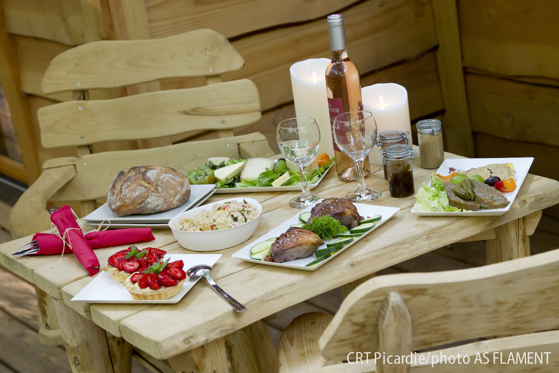 Diner froid pris dans les hauteurs ©CRT Picardi, Photo AS Clément
