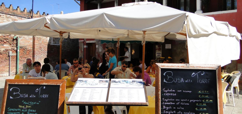 resto-busa-alla-torre-dejeuner-sous-parasoles