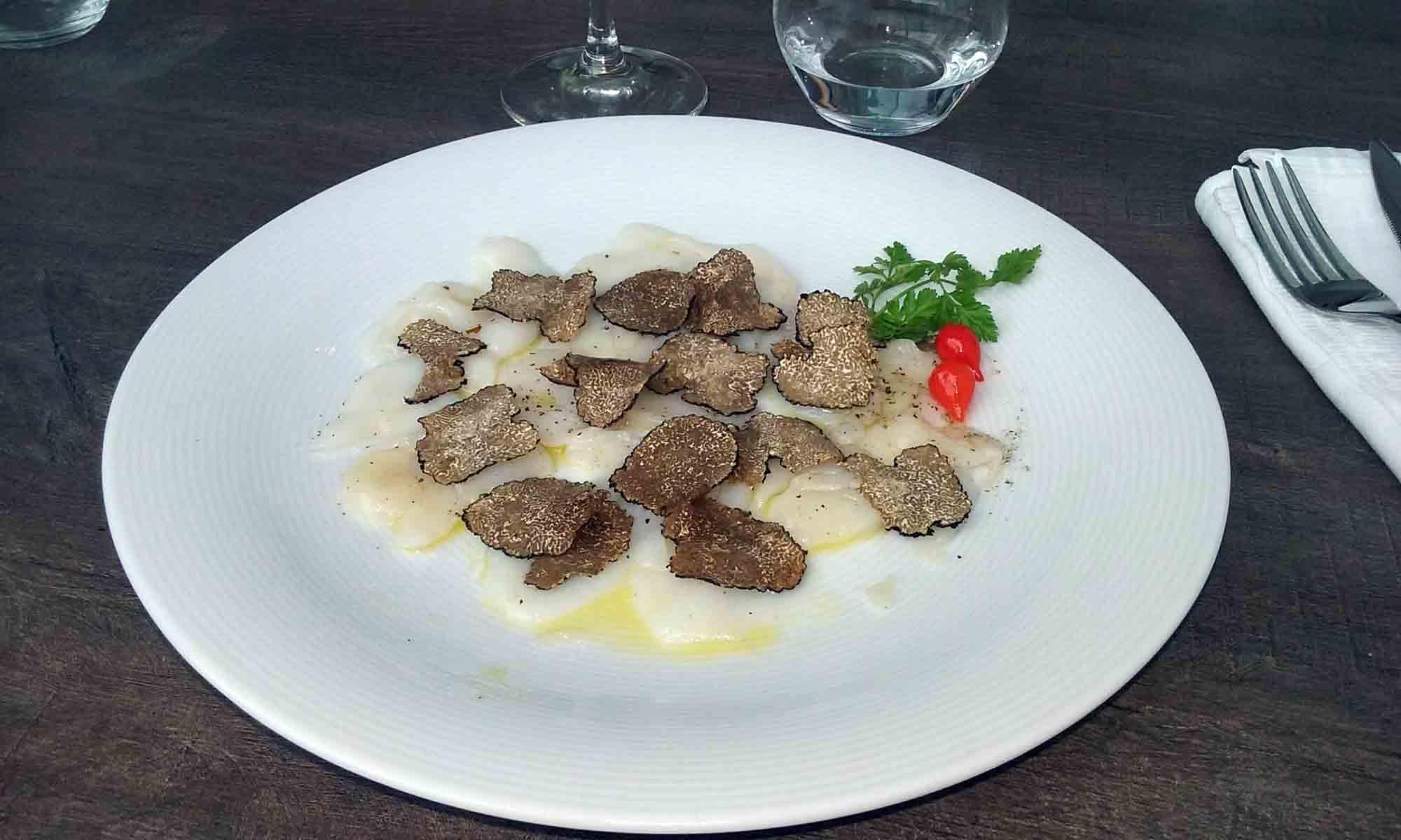 carpaccio de Saint-Jacques aux truffes