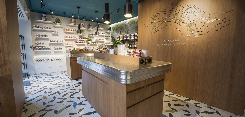 Intérieur boutique Araku Coffee 1500