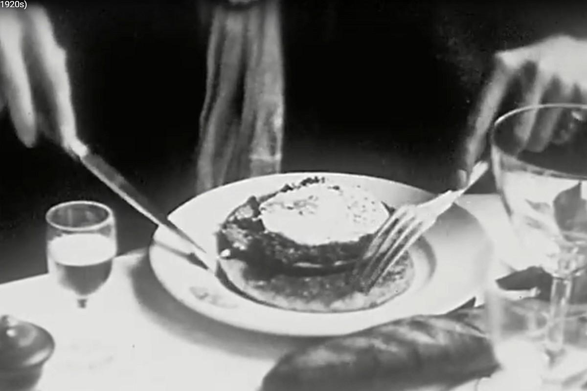 caviar et pancakes au caneton 1920