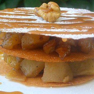 Feuillantine aux poires, sauce caramel au beurre salé