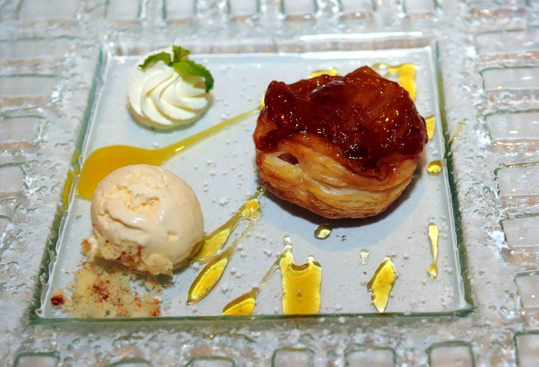 Tarte Tatin et crème glacée à la vanille bd