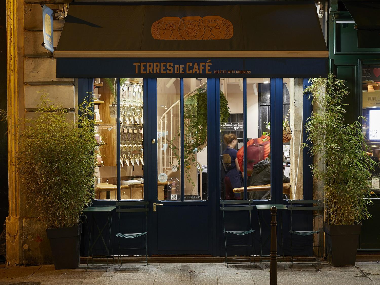 Terres de cafés rue des blancs manteaux devanture nuit