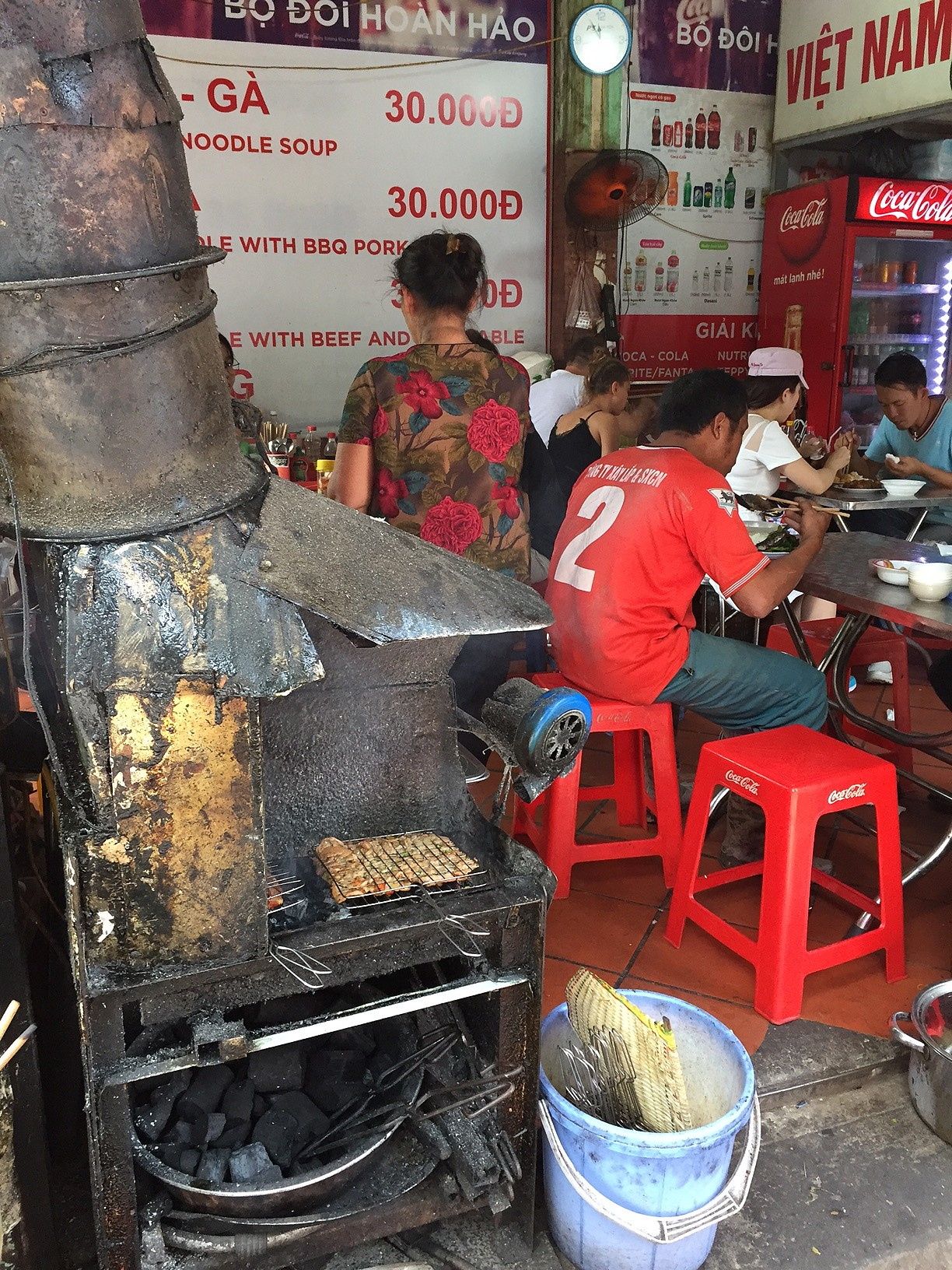 cuisine de rue au feu de bois