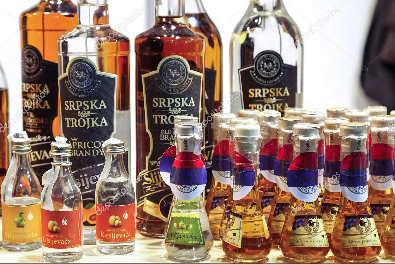 Diverses bouteilles de rakija © Dépositphotos