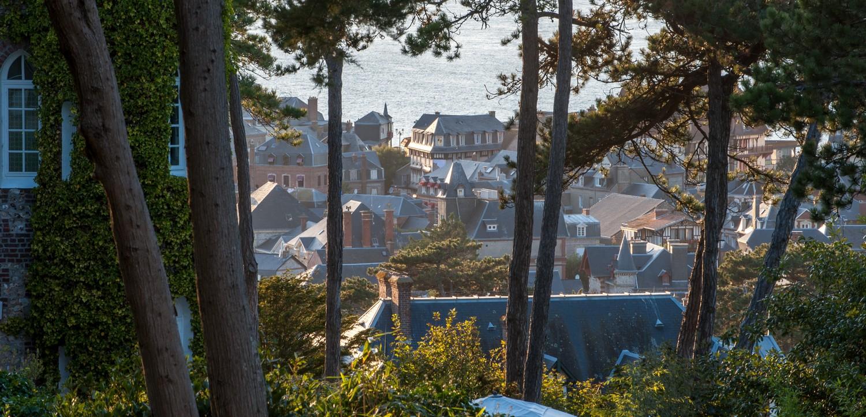 vue sur mer et toits @ G de Laubier