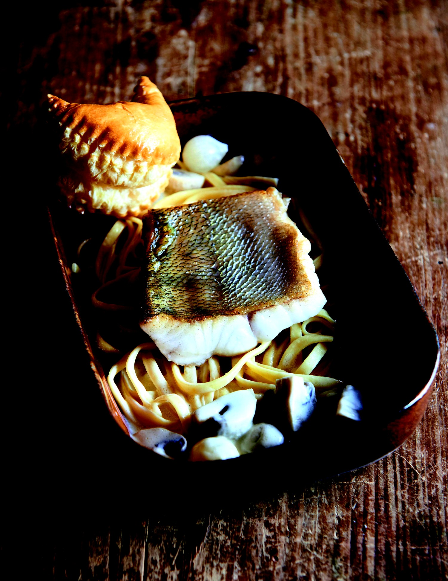 filet de sandre; sauce matelote et nouilles à l'alsacienne