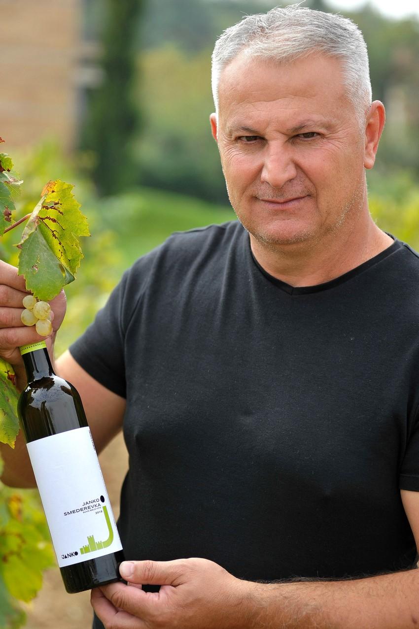 Dragan Janko et son vin ©Fabian Charaffi