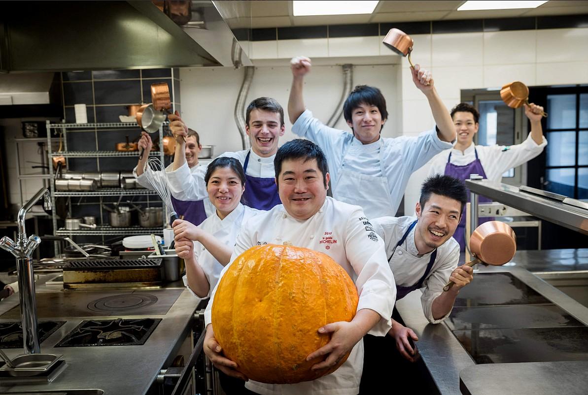 belle équipe en cuisine ©chateau de Courban