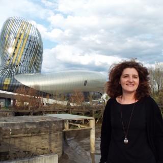 Karine Marchadour est médiatrice culturelle à la Cité du Vin de Bordeaux. ©Amélie Petitdemange