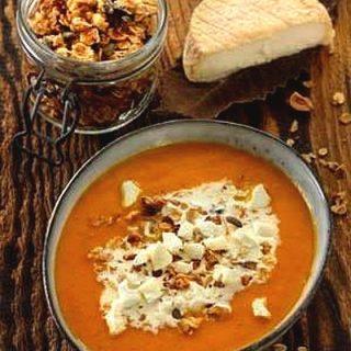Granola-sur-soupe-de-potiron-et-de-carotte-aux-brisures-de-Mothais-sur-feuille-anicap2017-rety-07-v2-300x443